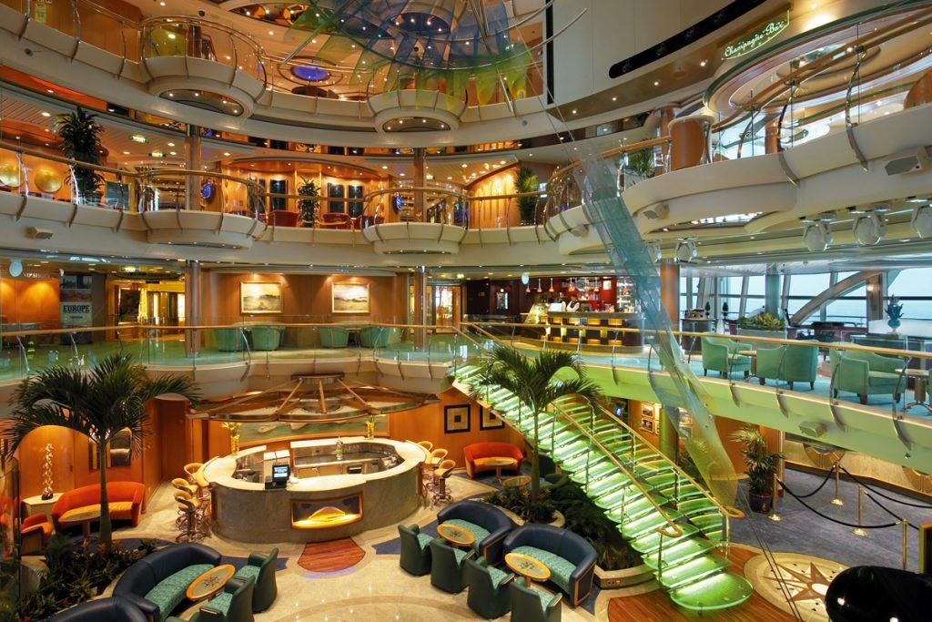 Indoor overview cruise